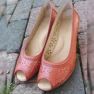 Bass pumpkin orange lace cutout wedge shoes 8.5